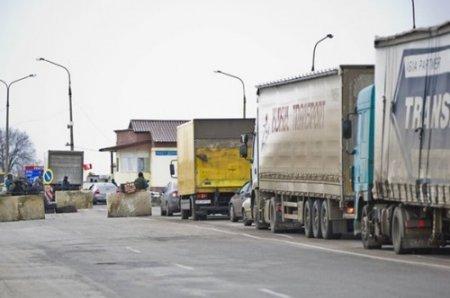 """""""Частники"""" делают деньги на закрытой границе с Крымом"""